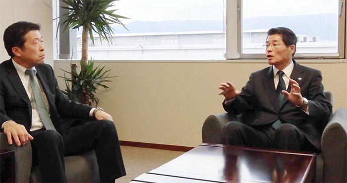 日本M&Aセンター企業戦略部長 平山(左)とトーホー上野社長様(右)